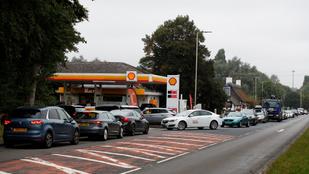 Katonákat vetne be a brit kormány a kiapadt benzinkutak miatt