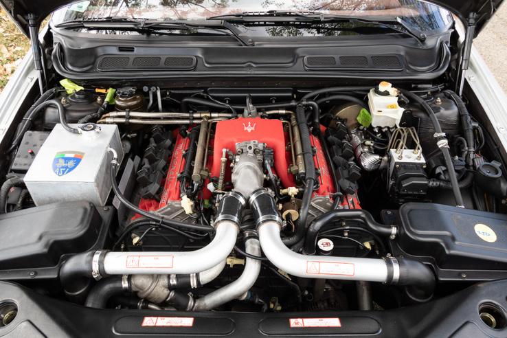 A 2,8-as, biturbó V6-osra ránézni is öröm
