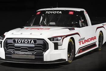 Versenygép is készült a Toyota pickupból