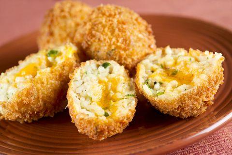 A legfinomabb sajtos rizskrokett: akár maradék főtt rizsből is készítheted