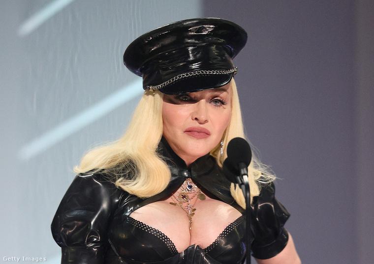 A pop koronázatlan királynője a jelek szerint maga is nehezen viseli, hogy az idő múlása meglátszik a testén