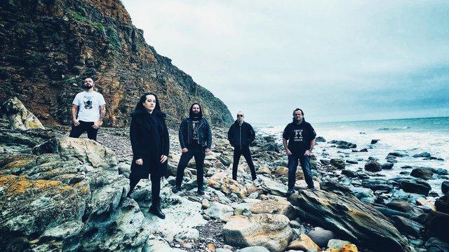 Doom metal, mely nem int óva a patástól