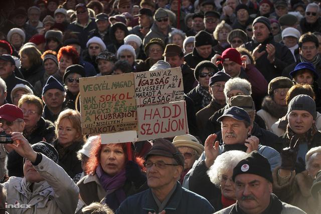 Hadd szóljon! - Ezrek tüntettek a Klubrádióért 2012 januárjában