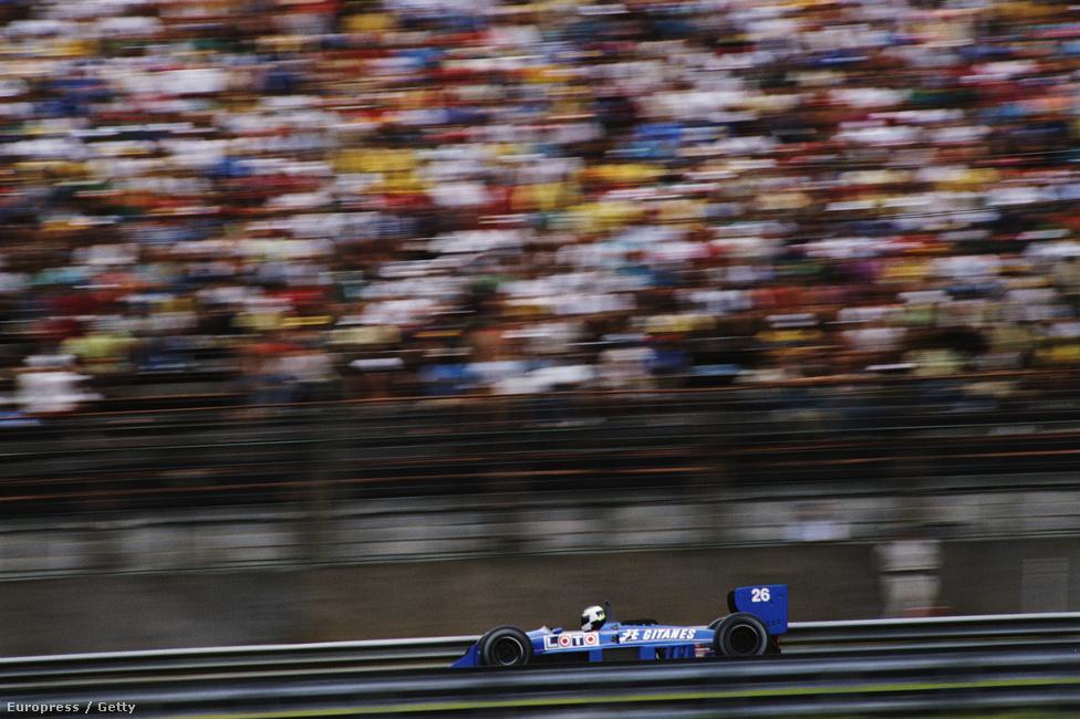 Stefan Johansson Ligier-je az 1988-as Brazil GP-n, Jacarepaguában. A legendás pályát idén dózerolták el, a helyén a riói olimpia egyes létesítményeit építik fel.