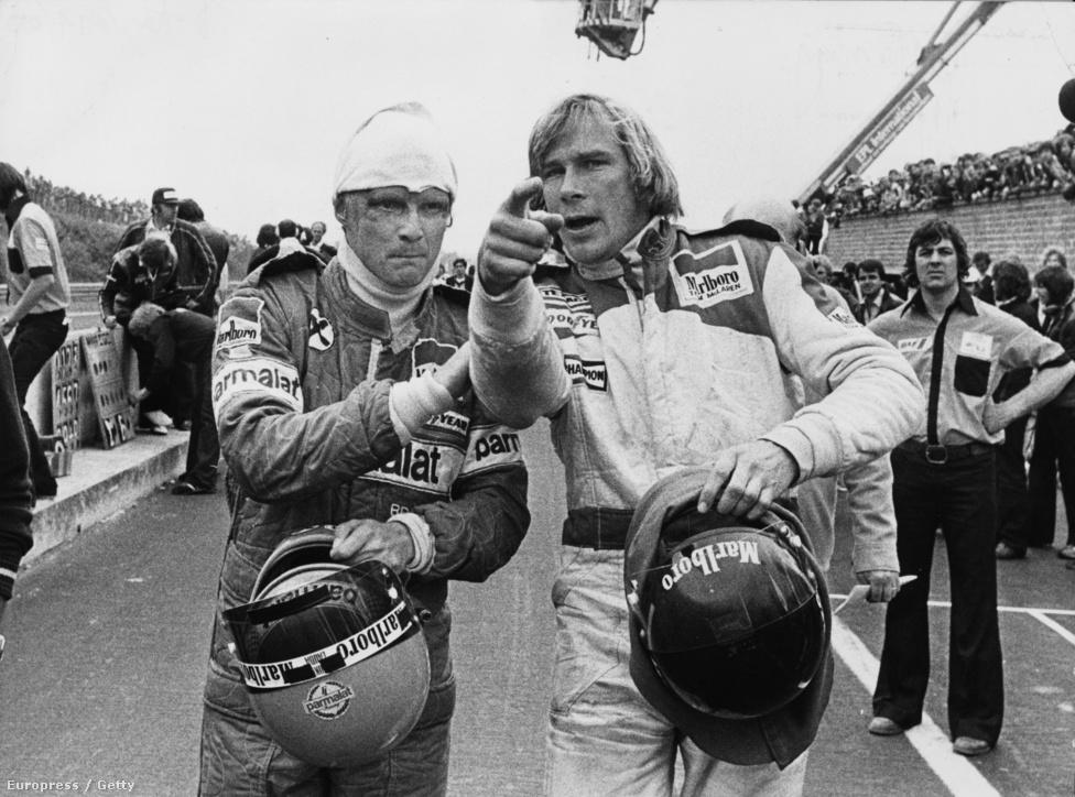 Niki Lauda és James Hunt karamboljukon vitatkoznak a belga Zolderben, valamikor a 70-es évek végén. 1976 volt az ő legendás szezonjuk, aminek megfilmesítése szeptember végén kerül a mozikba.