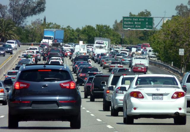 Kezd beállni a forgalom: délutáni zsúfoltság Los Angelesben