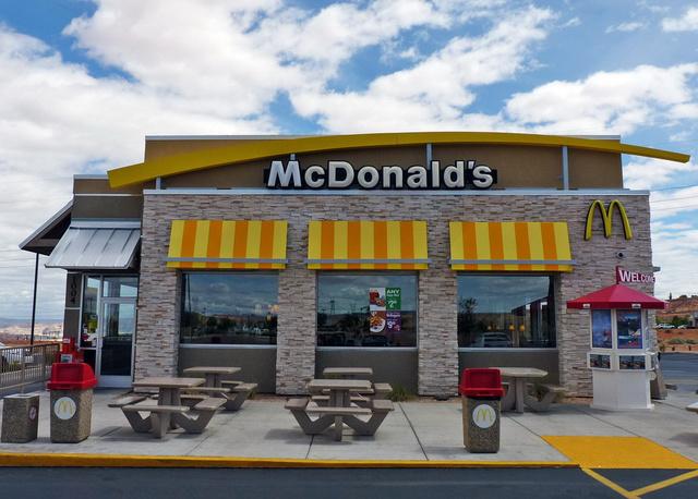 Ez az ország nagyon durva, minden sarkon áll egy... McDonalds