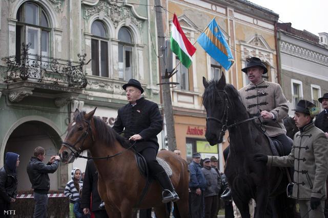 Semjén Zsolt miniszterelnök-helyettes és Tamás Sándor, Kovászna Megye Tanácsának elnöke