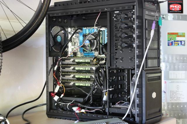 A műveletet irányító számítógép. Öt éve a világ száz legerősebb szuperszámítógépe közé sorolta volna a 22,5 teraflops teljesítmény.