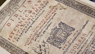 Valaki 710 ezer forintot fizetett egy 1794-es Károlyi-Bibliáért