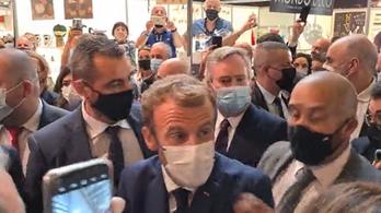 Emmanuel Macron a Bocuse d'Orra érkezett, megdobták tojással