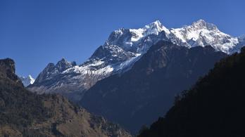 Felért a Manaszlu tetejére a magyar hegymászólány
