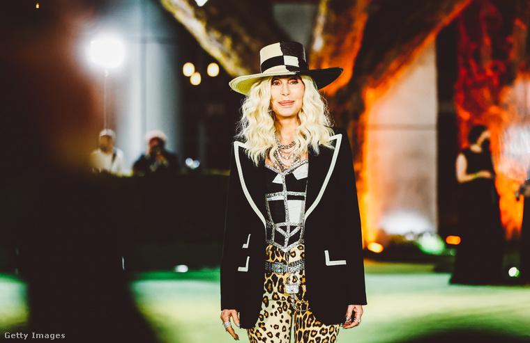 Cher a Dolce & Gabbana divatházból rendelt egy ruhát