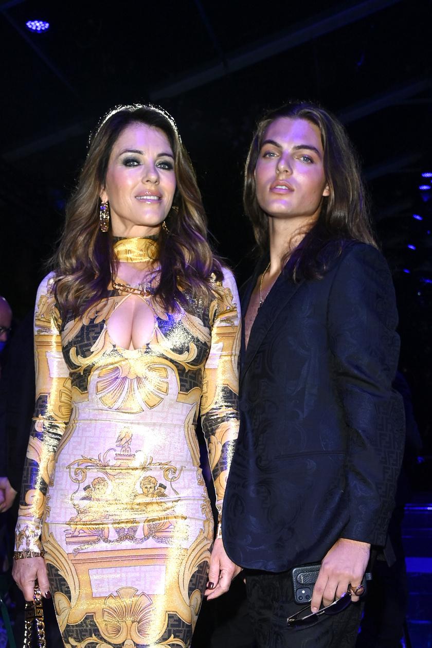 Damian és Liz Hurley a milánói divathéten megrendezett Versace-bemutatóra voltak hivatalosak.