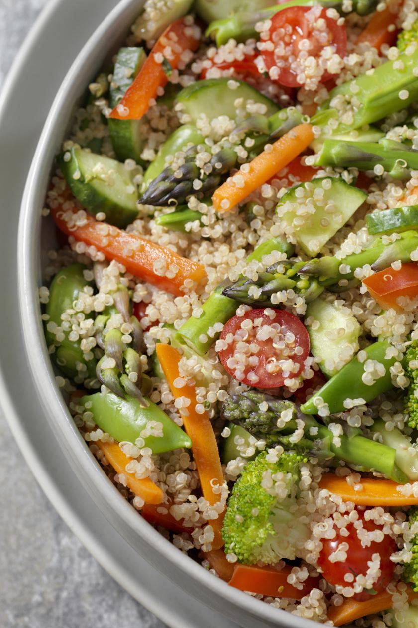 quinoa saláta répával álló