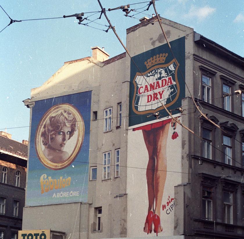 Kálvin téri tűzfal az Üllői út és Baross utca között 1985-ben: Fabulon mozaikkép Pataki Ágival.