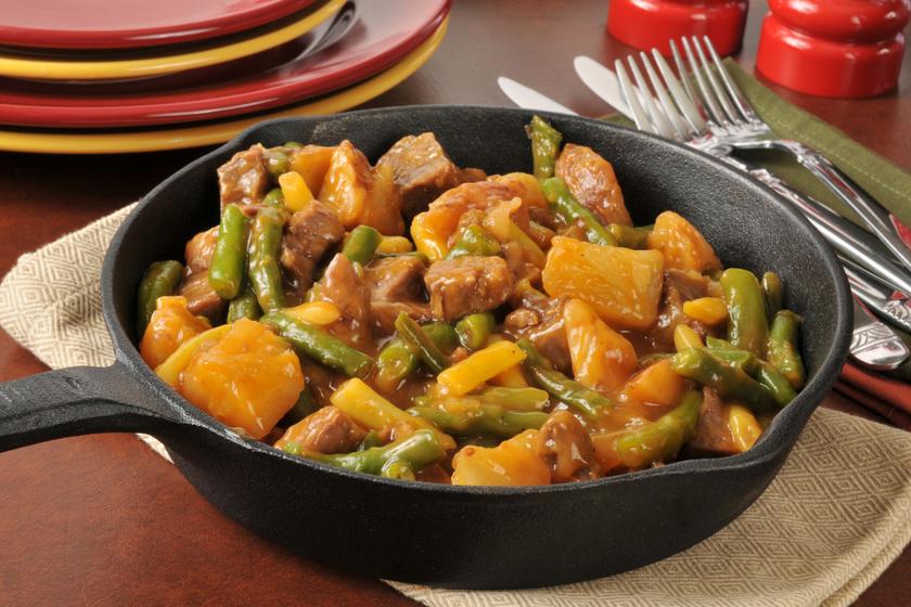 Zöldbabos sertésragu tunkolni való, sűrű szafttal: igazi házias finomság
