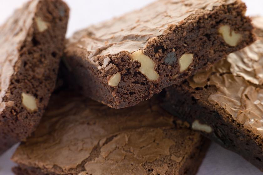 Dupla csokis diós brownie villámgyorsan: egyszerre lágy és roppanós