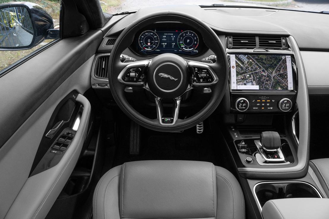 Ez most az egyen-Jaguar beltér, szép és modern