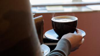 Tényleg elveszti koffeintartalmát az újramelegített kávé?