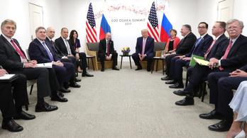 Az amerikaiak szerint Putyin el akarta terelni Trump figyelmét a szép tolmáccsal