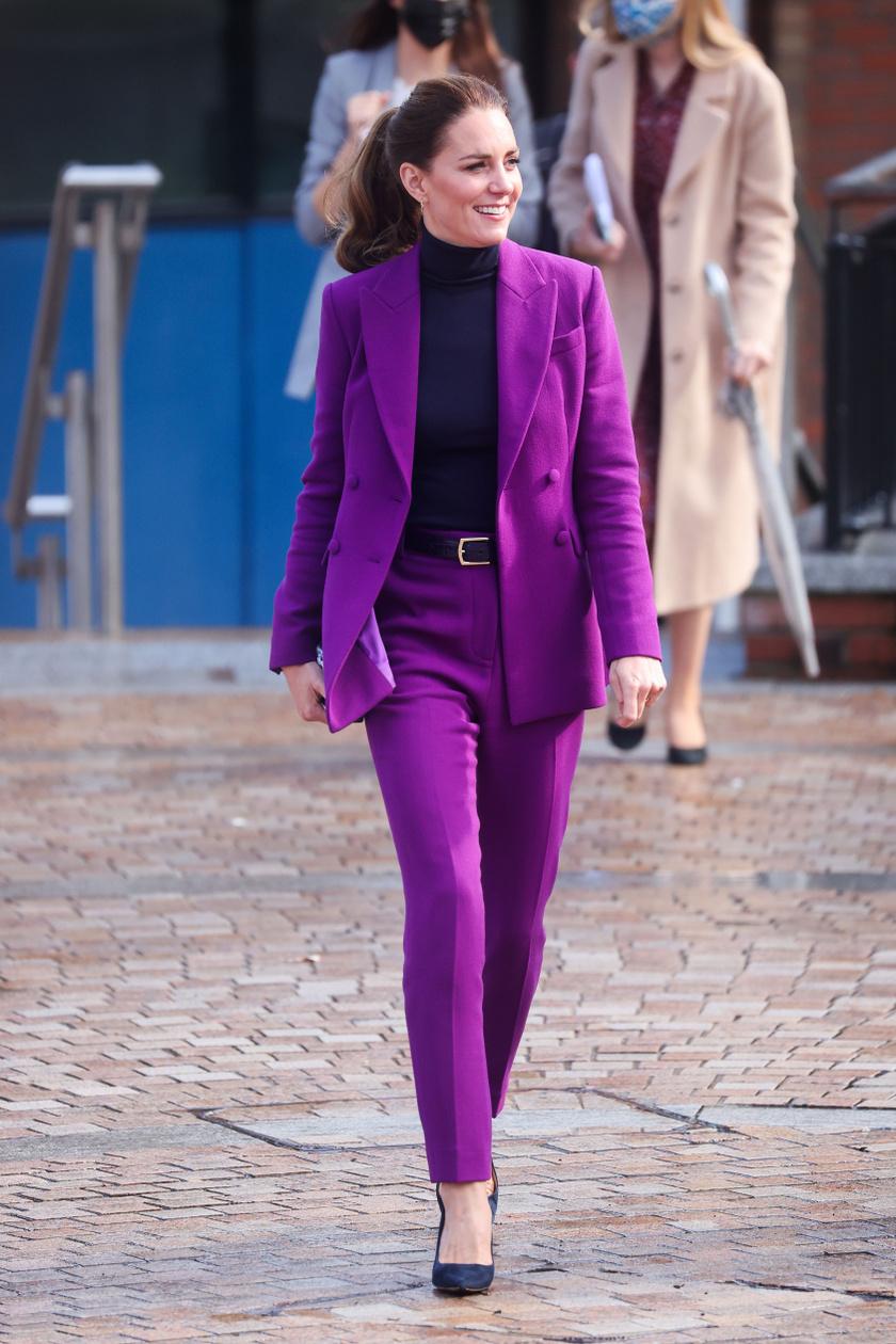 Katalin egyik kedvenc tervezője, Emilia Wickstead lila kreációjába bújt tegnap.