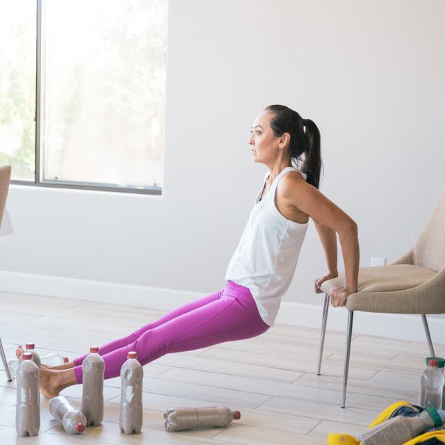 Csak egy szék és napi 15 perc kell: leszedi a zsírt, és szép izomzatot farag ez a 8 otthoni gyakorlat