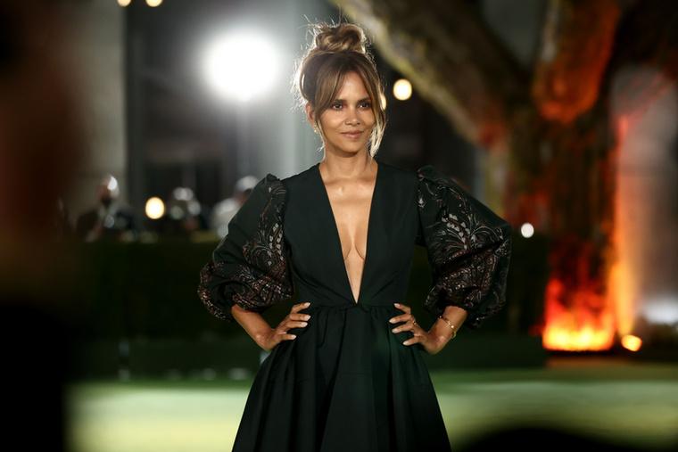 Berry, aki más Bond-lányokkal ellentétben sorban kapta a jobbnál jobb szerepeket, 2013-ban hozzá Olivier Martinez francia színészhez.Három évre rá elváltak