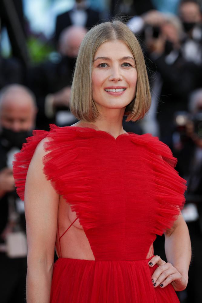 A 42 éves színésznő nemrég harmadik Golden Globe -jelölését zsebelte be, a netflixes I Care a Lot című filmért.