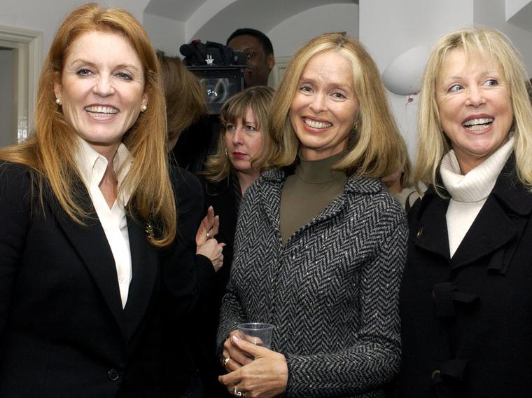 A színésznő, aki ezen a képen középen látható, augusztus végén lett 74 éves