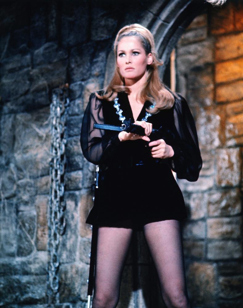 A svájci színésznő az 1967-es Casino Royale című fimben is szerepelt