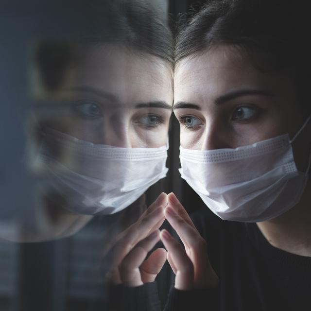 Egy gyakori szokás akár 80 százalékkal megnöveli az esélyét a koronavírus-fertőzésnek: a magyarok közül is sokakat érint