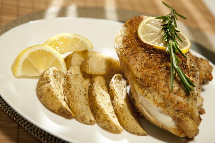 Omlós, szaftos rozmaringos csirkemell: a páctól lesz igazán finom