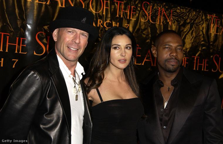Bruce Willis, Monica Bellucci és A Nap könnyei rendezője, Antoine Fuqua még 2003-ban, a film premierjén
