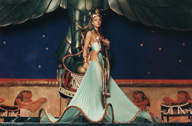 Nézzük néhány filmszerepét! 2002-ben az Asterix és Obelix: A Kleopátra küldetés című film egyik főszereplőjét, Kleopátrát alakította