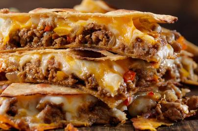 Fűszeres darált hússal és sajttal töltött quesadilla: kész tortillalapból is mennyei