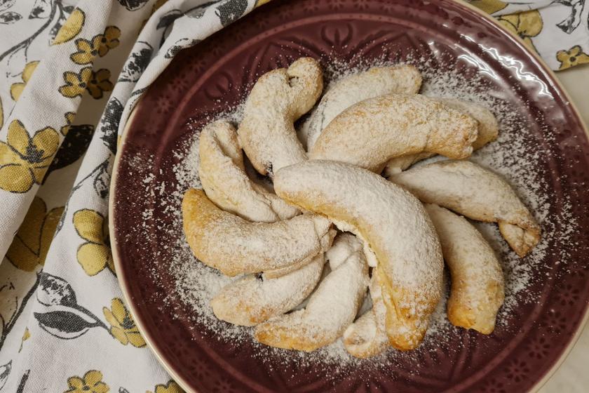 Kelesztés nélkül készült kakaós kifli: az omlós tészta jól bírja a csomagolást