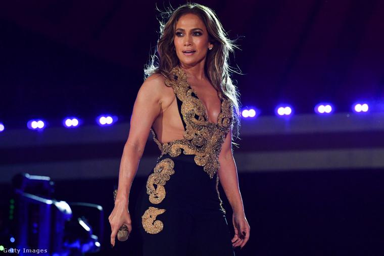 Bár ma már irigylésre méltó és minden luxussal ellátott rezidenciákban élhet, ahol minden nap ízletes, főtt ételt ehet és kedvére kapcsolódhat ki, Jennifer Lopez a 80-as évek végén három hónapon át egy New York-i táncstúdióban éjszakázott
