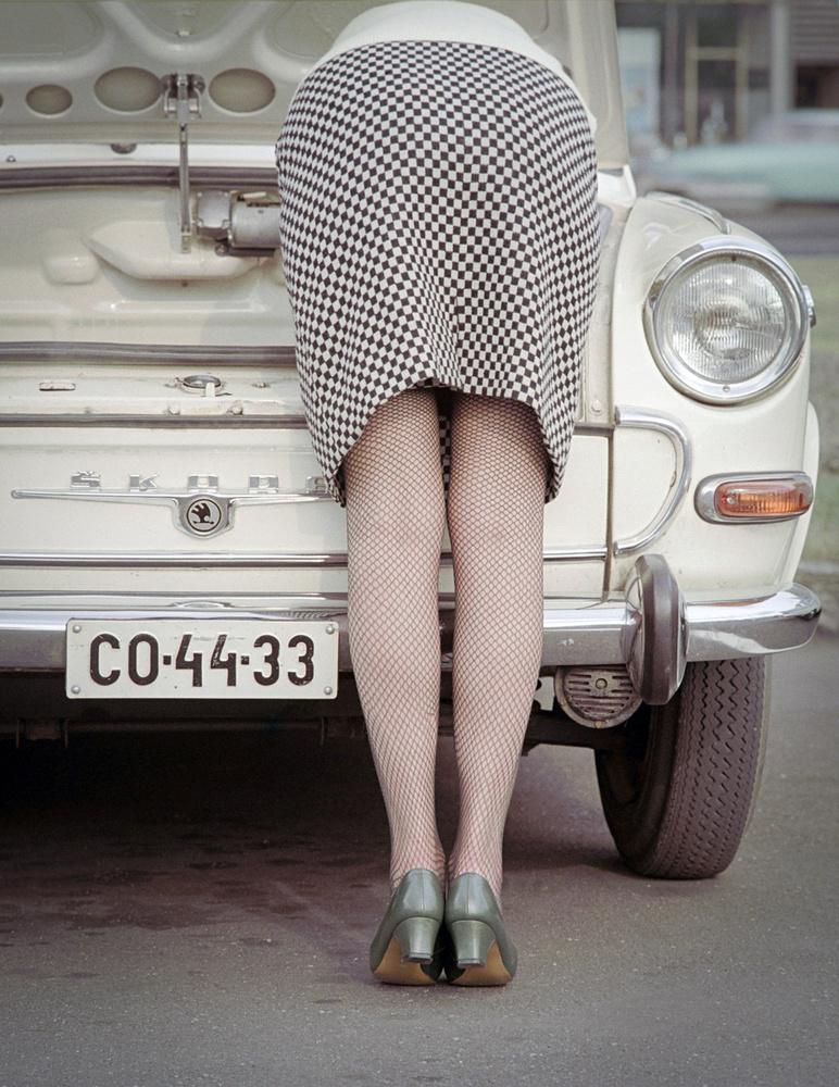 Hölgyek és autók már a hatvanas években is szerepeltek sok-sok reklámban