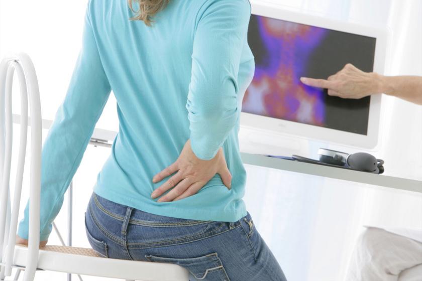 Fertőzés is okozhat derékfájást: árulkodó, ha nyugalmi állapotban is jelentkezik a fájdalom