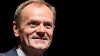 Donald Tusk bebetonozná a lengyel EU-tagságot az alkotmányban