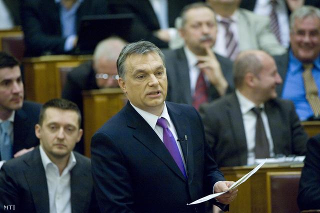 Orbán Viktor a Parlament plenáris ülésén, március 11-én