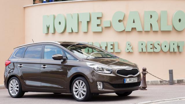 Monte-Carlo, azon belül is Monaco, annak a szállodának az oldala, ahol egyébként éppen az Opel Cascada-bemutató zajlott