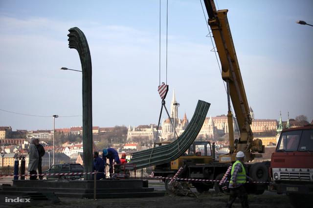 A Károlyi-szobor bontása 2012. márciusában