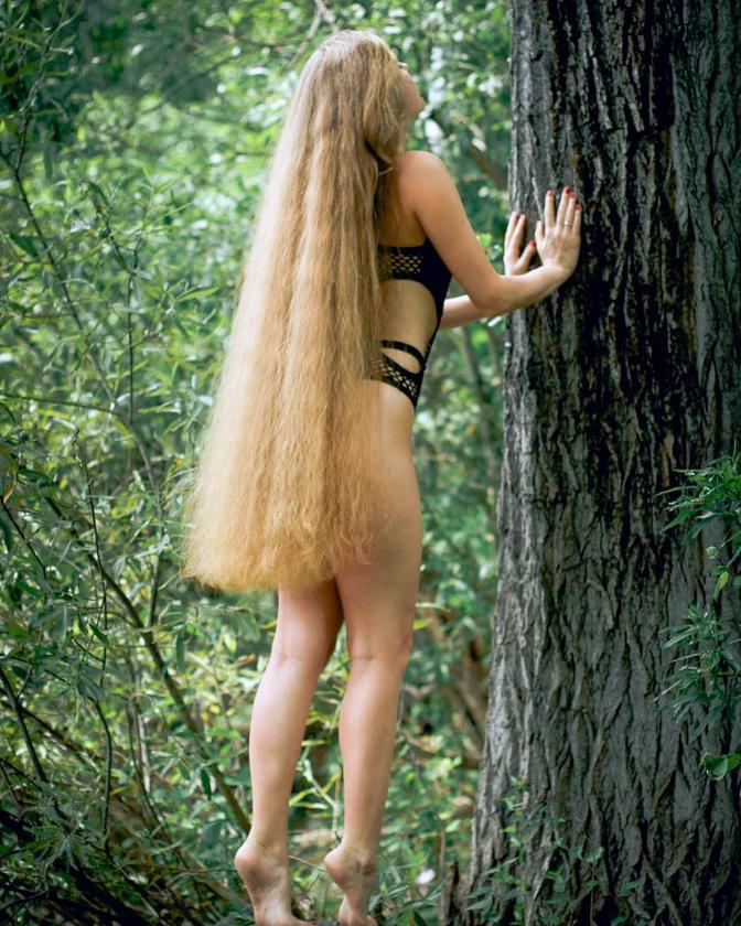Mazanik imádja megmutatni, amije van! Természetesen csak a hajáról van szó..
