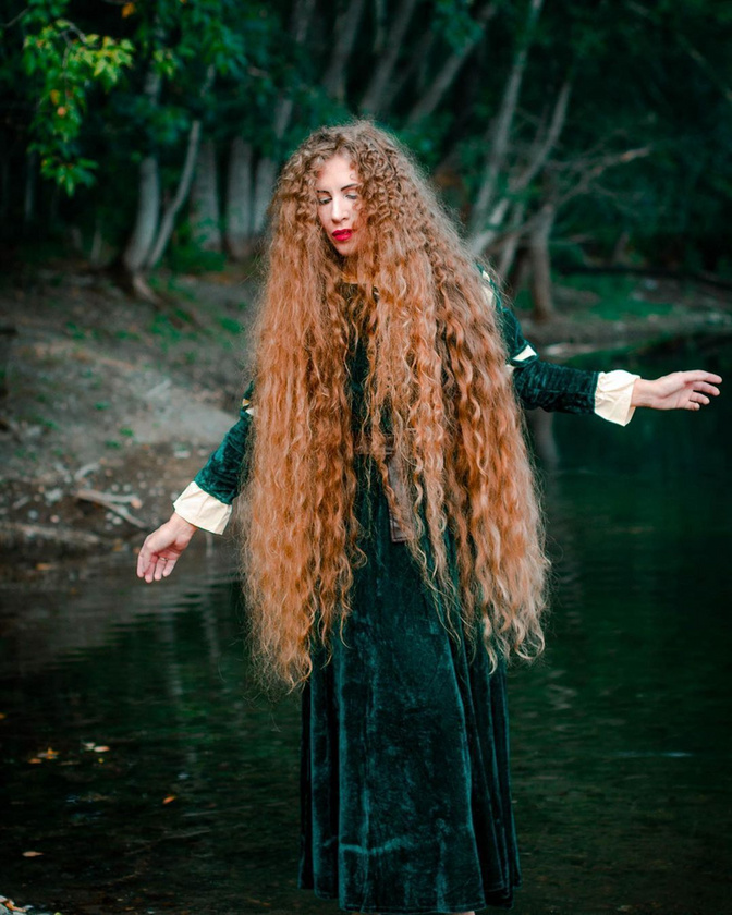Követői közül sokan úgy vélik, Alena Mazanik úgy néz ki, mintha egyenesen egy tündérmeséből lépett volna elő - ez a bók a hajának köszönhető
