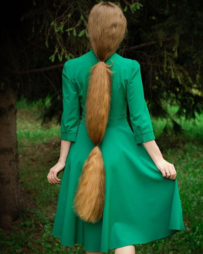 Bár a közösségi oldalán több dicséretet kap, mint gúnyolódó kommentet, a fiatal nő 130 centi hosszúságú haját sokan a lovak sörényéhez hasonlítják, ám Mazanik ezt nem veszi sértésnek
