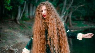 A legyek is belegabalyodnak az orosz nő hajába, akit az igazi Aranyhajnak becéznek