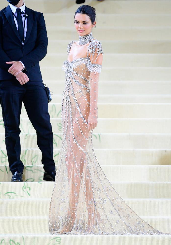 Minden tekintet a szupermodell Kendall Jennerre szegeződött az idei Met-gálán