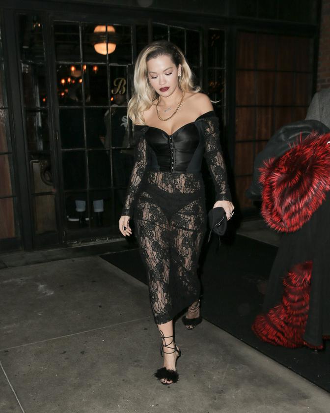 Rita Ora sosem riadt vissza a bevállalós szettektől.
